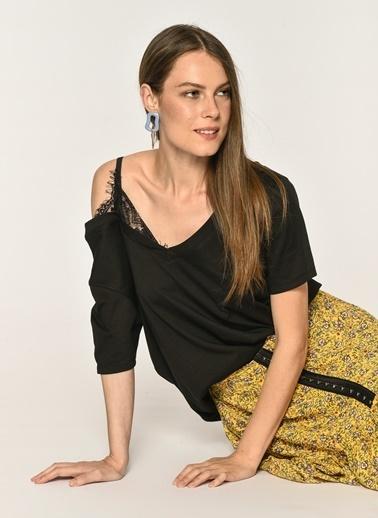 Loves You %100 Cotton Tek Omuz Askılı Dantel Detaylı Bluz Siyah